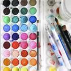 Palette et matériel d'aquarelle